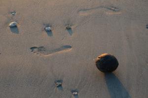 足跡、海岸